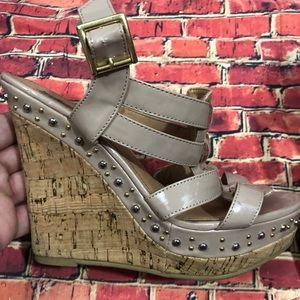 Steve Madden Feaver tan strappy wedge 7.5